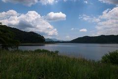 Άποψη σχετικά με τη λίμνη Kawaguchi στο πόδι του υποστηρίγματος Φούτζι Στοκ Εικόνες