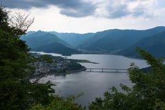 Άποψη σχετικά με τη λίμνη Kawaguchi στο πόδι του υποστηρίγματος Φούτζι Στοκ Εικόνα