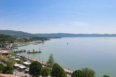 Άποψη σχετικά με τη λίμνη Trasimeno από το μεσαιωνικό κάστρο Passignan Στοκ φωτογραφίες με δικαίωμα ελεύθερης χρήσης