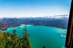 Άποψη σχετικά με τη λίμνη Walchensee από την κορυφή Herzogstand στοκ εικόνες με δικαίωμα ελεύθερης χρήσης