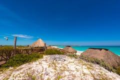 Άποψη σχετικά με τον παράδεισο Playa παραλιών του νησιού Cayo βραδύτατου, Κούβα Διάστημα αντιγράφων για το κείμενο Στοκ Εικόνες