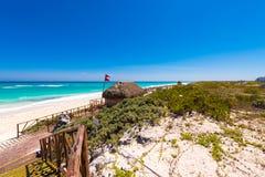 Άποψη σχετικά με τον παράδεισο Playa παραλιών του νησιού Cayo βραδύτατου, Κούβα Διάστημα αντιγράφων για το κείμενο Στοκ εικόνες με δικαίωμα ελεύθερης χρήσης