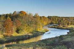 Άποψη σχετικά με τον ποταμό στην ανατολή Στοκ φωτογραφία με δικαίωμα ελεύθερης χρήσης