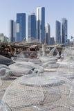 Άποψη σχετικά με το Αμπού Ντάμπι από το λιμάνι αλιείας στοκ εικόνα