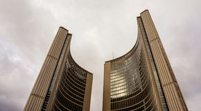 Άποψη σχετικά με το Δημαρχείο στο Τορόντο, Καναδάς Στοκ εικόνα με δικαίωμα ελεύθερης χρήσης