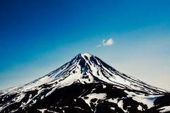 Άποψη σχετικά με το ηφαίστειο Viluchinskiy, Kamchatka, Ρωσία Στοκ φωτογραφία με δικαίωμα ελεύθερης χρήσης