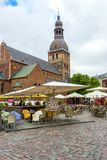 Άποψη σχετικά με το μεσαιωνικό καθεδρικό ναό θόλων στην παλαιά Ρήγα Στοκ Φωτογραφία