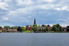 Άποψη σχετικά με το μοναστήρι Malchow πέρα από τη λίμνη Στοκ Φωτογραφία