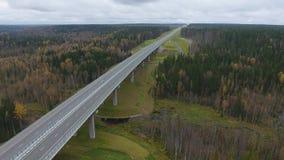 Άποψη σχετικά με το δρόμο στη γέφυρα Φθινόπωρο φιλμ μικρού μήκους