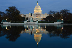 Άποψη σχετικά με Capitol στο Washington DC στο σούρουπο Στοκ Φωτογραφίες