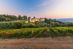 Άποψη σχετικά με Fonterutoli στο ηλιοβασίλεμα Είναι χωριουδάκι Castellina σε Chianti στην επαρχία της Σιένα Τοσκάνη Ιταλία στοκ φωτογραφία
