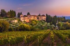 Άποψη σχετικά με Fonterutoli στο ηλιοβασίλεμα Είναι χωριουδάκι Castellina σε Chianti στην επαρχία της Σιένα Τοσκάνη Ιταλία στοκ φωτογραφίες