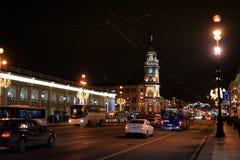 Άποψη σχετικά με Nevsky Prospekt τη νύχτα στοκ εικόνες