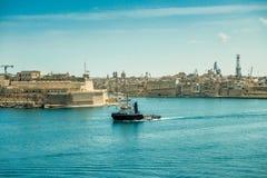 Άποψη σχετικά με Valletta από τη θάλασσα στη Μάλτα Στοκ εικόνα με δικαίωμα ελεύθερης χρήσης