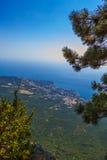 Άποψη σχετικά με Yalta από το βουνό AI-Petri Στοκ Φωτογραφία