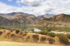 Άποψη της λίμνης πυραμίδων και των βουνών SAN Emigdio, Καλιφόρνια, ΗΠΑ Στοκ φωτογραφίες με δικαίωμα ελεύθερης χρήσης