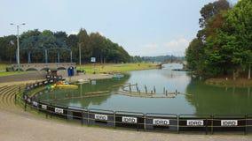 Άποψη της λίμνης στο πάρκο Simon Bolivar στην πόλη της Μπογκοτά Στοκ Εικόνες