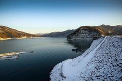 Άποψη της λίμνης το χειμώνα Στοκ Εικόνες