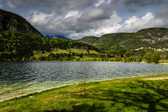 Άποψη της λίμνης Bohinj στο εθνικό πάρκο Σλοβενία Triglav Στοκ φωτογραφία με δικαίωμα ελεύθερης χρήσης