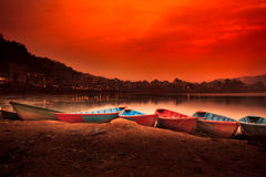 Άποψη της λίμνης Phewa σε Pokhara, Νεπάλ Στοκ Φωτογραφίες