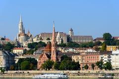 Άποψη της ακρόπολης Βουδαπέστη από το ουγγρικό Κοινοβούλιο Στοκ Φωτογραφία