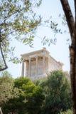 Άποψη της ακρόπολη μέσω της ελιάς στην Αθήνα, Ελλάδα στοκ φωτογραφίες