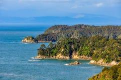 Άποψη της ακτής στο εθνικό πάρκο του Abel Tasman, Νέα Ζηλανδία Στοκ Εικόνες