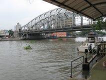 Άποψη της αναμνηστικής γέφυρας του Manuel Λ Quezon, Μανίλα, Φιλιππίνες στοκ φωτογραφίες