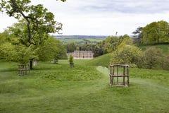 Άποψη της ανατολικής πλευράς του σπιτιού πάρκων Dyrham από έναν λόφο στοκ εικόνες