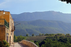 Άποψη της αρχαίας πόλης - Corfinio, Λ' Ακουίλα, στην περιοχή του Abruzzo - της Ιταλίας Στοκ Φωτογραφία