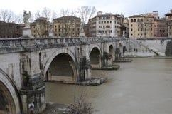 Άποψη της αστικής γέφυρας στη Ρώμη στοκ φωτογραφία με δικαίωμα ελεύθερης χρήσης