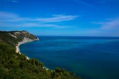 Άποψη της αδριατικής ακτής στην περιοχή του Marche της Ιταλίας Στοκ Εικόνες