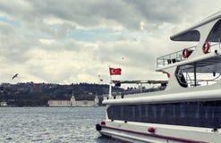 Άποψη της βάρκας/του γιοτ γύρου που σταθμεύουν σε Kurucesme Στοκ εικόνα με δικαίωμα ελεύθερης χρήσης