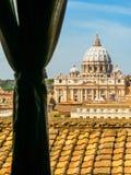 Άποψη της βασιλικής του ST Peter ` s από Castel Sant ` Angelo Στοκ φωτογραφία με δικαίωμα ελεύθερης χρήσης
