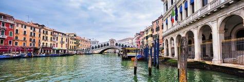 Άποψη της Βενετίας με τη γέφυρα Rialto Στοκ Εικόνα