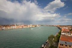 Άποψη της Βενετίας με το ουράνιο τόξο στο υπόβαθρο Στοκ Φωτογραφίες