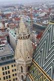 Άποψη της Βιέννης πέρα από τη στέγη καθεδρικών ναών Αγίου Stephen Στοκ εικόνες με δικαίωμα ελεύθερης χρήσης