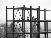 Άποψη της βιομηχανικής κατασκευής το βράδυ Στοκ Εικόνα