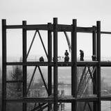 Άποψη της βιομηχανικής κατασκευής το βράδυ Στοκ εικόνα με δικαίωμα ελεύθερης χρήσης