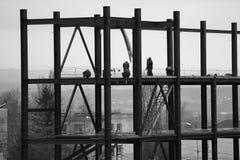 Άποψη της βιομηχανικής κατασκευής το βράδυ Στοκ φωτογραφία με δικαίωμα ελεύθερης χρήσης