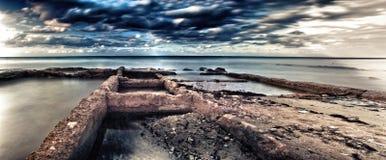 Άποψη της βρώμικης παραλίας του guanabo στην Κούβα Στοκ Εικόνες