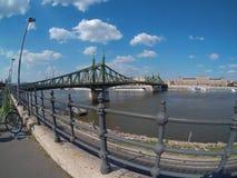 Άποψη της γέφυρας ελευθερίας στη Βουδαπέστη στοκ φωτογραφία