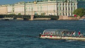 Άποψη της γέφυρας παλατιών στην Αγία Πετρούπολη απόθεμα βίντεο