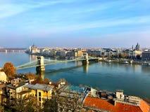 Άποψη της γέφυρας ποταμών και αλυσίδων Δούναβη από Buda Castle Στοκ Φωτογραφίες