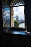 Άποψη της γέφυρας πύργων από τον πύργο του Λονδίνου Αγγλία UK Στοκ φωτογραφία με δικαίωμα ελεύθερης χρήσης