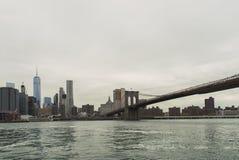 Άποψη της γέφυρας του Μπρούκλιν από το πάρκο γεφυρών του Μπρούκλιν Στοκ Εικόνες