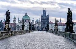 Άποψη της γέφυρας του Charles στην Πράγα Στοκ φωτογραφία με δικαίωμα ελεύθερης χρήσης