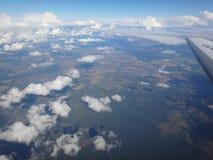 Άποψη της γης από το αεροπλάνο Στοκ φωτογραφία με δικαίωμα ελεύθερης χρήσης