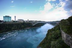 Άποψη της διεθνούς γέφυρας ουράνιων τόξων, η οποία συνδέει τις ΗΠΑ και μπορεί στοκ φωτογραφία