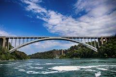 Άποψη της διεθνούς γέφυρας ουράνιων τόξων, η οποία συνδέει τις ΗΠΑ και μπορεί στοκ φωτογραφίες